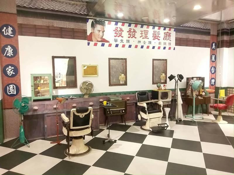 微風南京復刻年代特展的懷舊髮廊。圖/微風提供