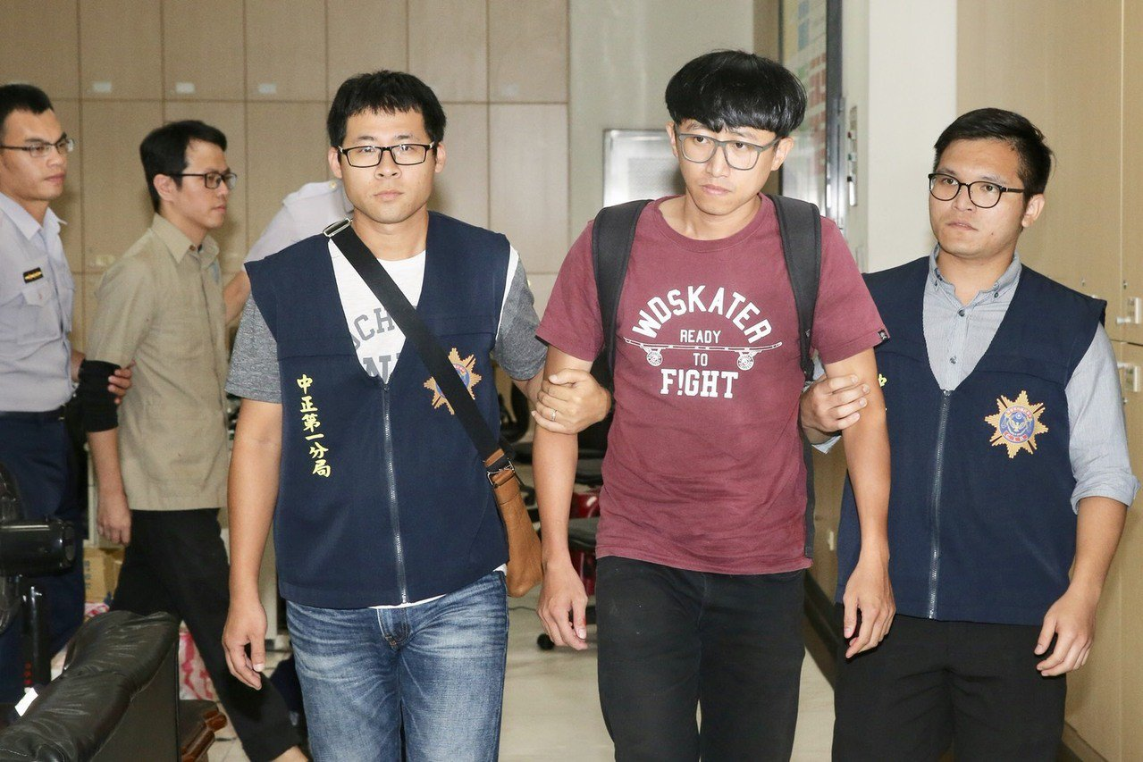 李嘉宇(紅衣)和陳俞璋(左二)。聯合報系資料照/記者林伯東攝影
