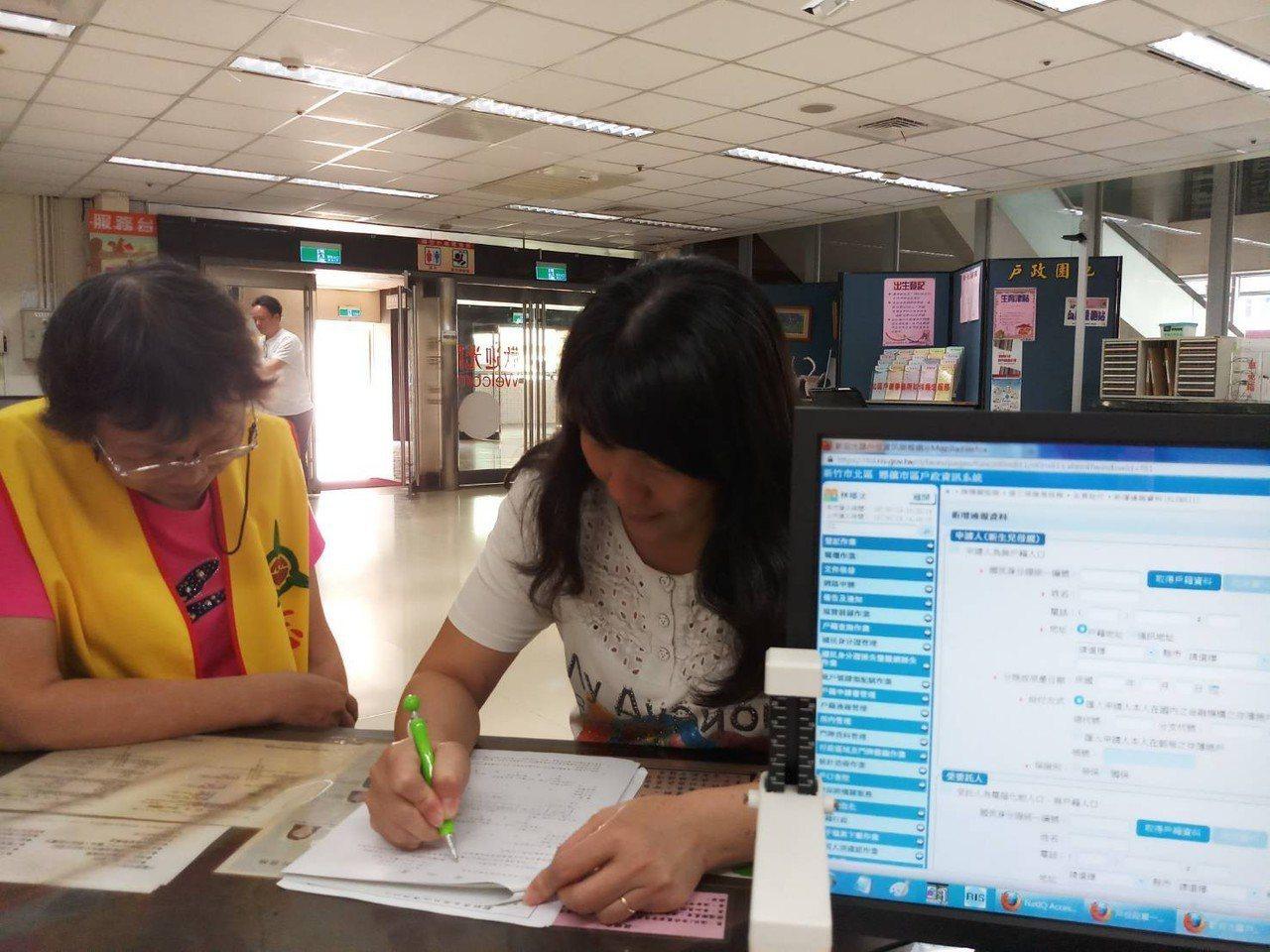 戶政事務所辦理一站式服務。圖/新竹市政府提供