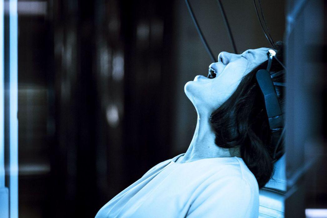 尹馨在「茉莉的最後一天」戲中得知女兒死因崩潰大哭。圖/公視提供