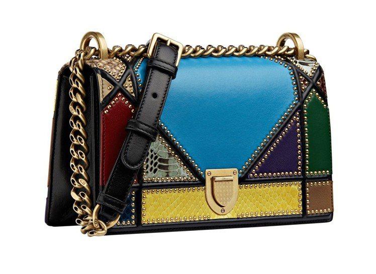 Diorama彩色拼接小型肩背包,售價14萬元。圖/Dior提供