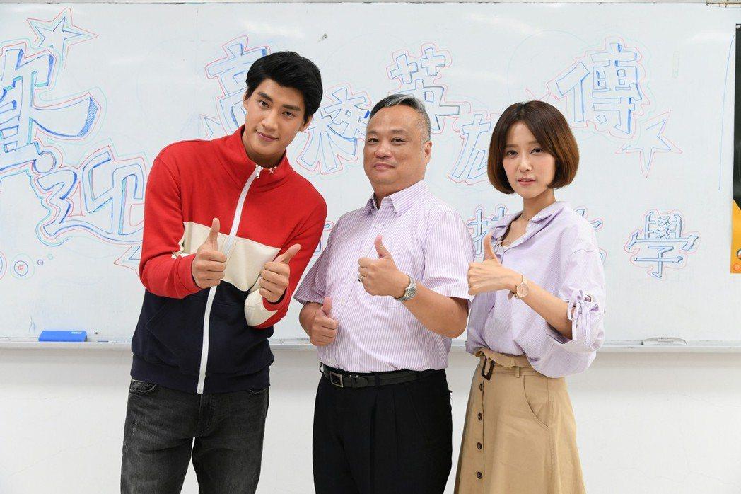 羅宏正、劉宇菁前進校園為戲宣傳。圖/三立提供