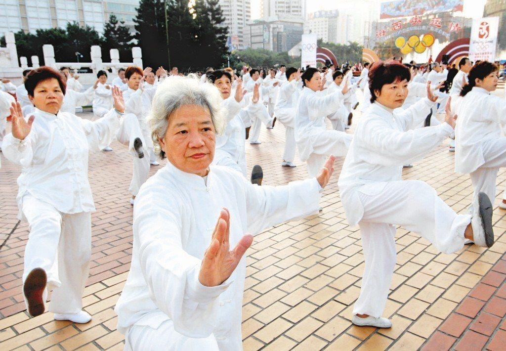 六十歲以上族群規律運動率超過六成,居各年齡層之冠。 (新華社)
