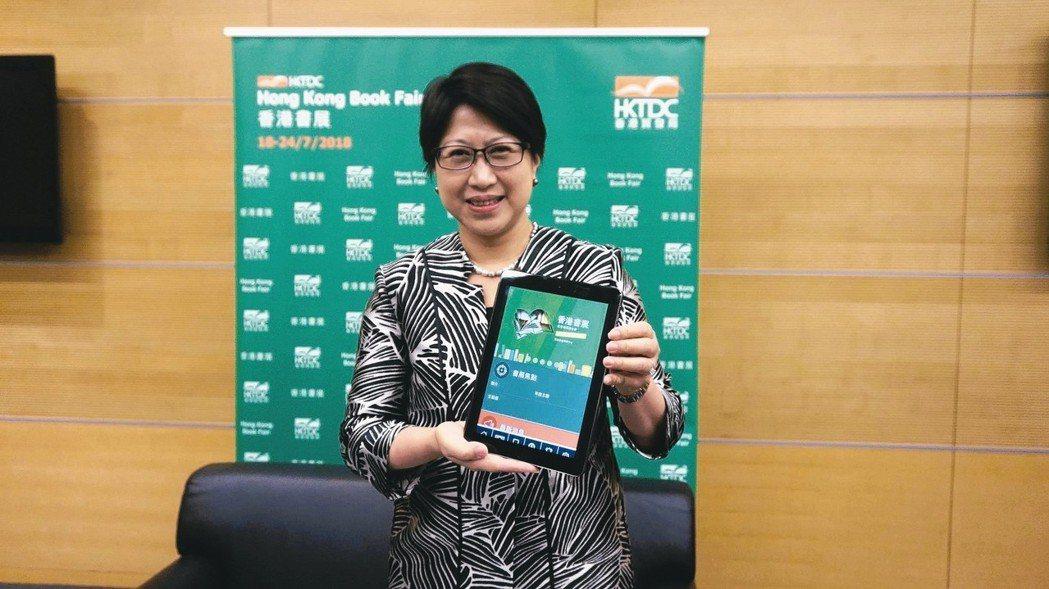 香港貿發局助理總裁張淑芬說,今年香港書展首次推出APP,未來會持續加入新功能,讓...