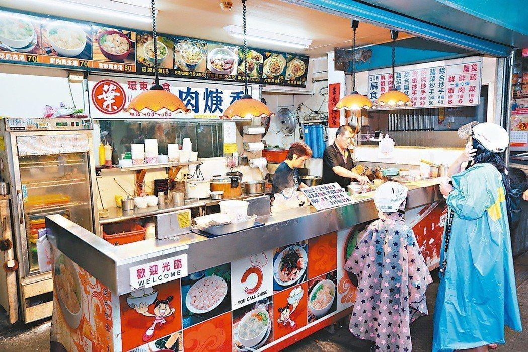環東市場內的葉記肉羹香美食,來晚了就吃不到了。 記者邱德祥/攝影