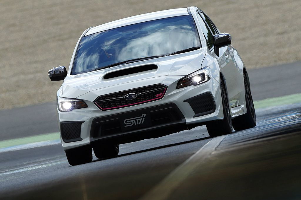 外型較WRX STI S208 Special Edition低調許多的WRX STI Type RA-R,其實有更低的重量馬力比表現。 圖/Subaru提供