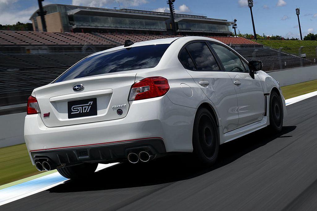 後車廂有專屬的RA-R銘牌與STI 30th ANNIVERSARY徽章等。 圖/Subaru提供