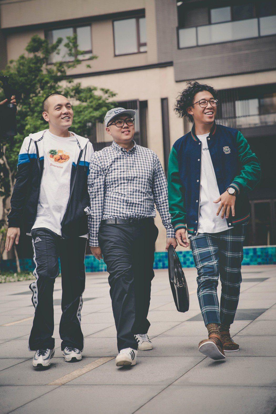 玖壹壹在「我跟你卡好」MV中想討女友歡心。圖/混血兒娛樂提供