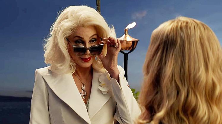 雪兒在「媽媽咪呀!回來了」扮演外婆。圖/摘自imdb