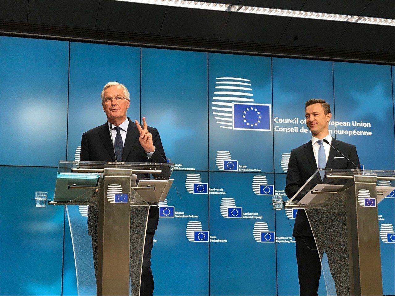 歐盟脫歐談判代表巴尼耶(左)20日表示,這場談判需為最糟情況準備,即與英國最後在...