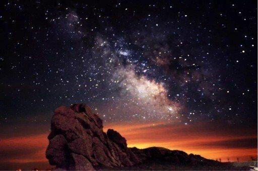 當你看見天上閃亮的星星,可會想起你所崇拜的偶像明星? (取自網路)