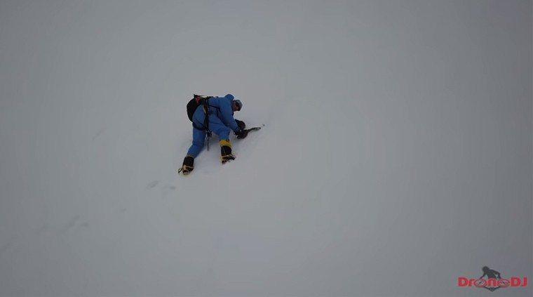 影/墜喜馬拉雅山冰崖36小時 無人機發現他還活著