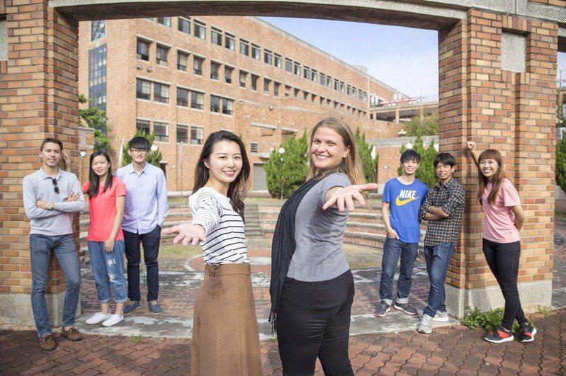 靜宜大學創設學生輔導及國際生學伴制度,打造國際化的學習環境,勇奪教育部「學海計畫」補助全國第一。圖/靜宜大學提供