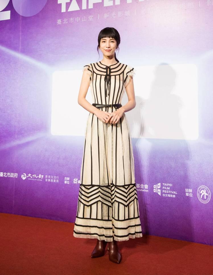溫貞菱日前選穿REDValentino荷葉袖波點薄紗洋裝,出席第20屆台北電影節...