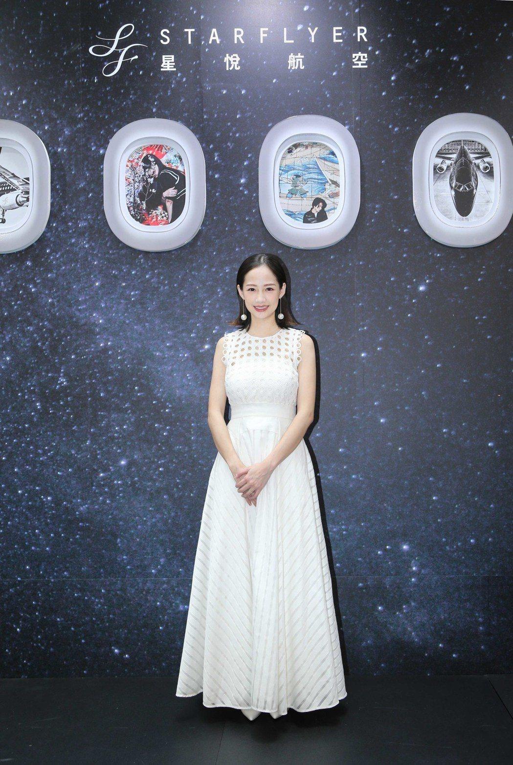 星悅航空日前舉辦記者會,邀請剛剛生完小孩的「小清新女神」簡嫚書到場體驗星悅航空的...
