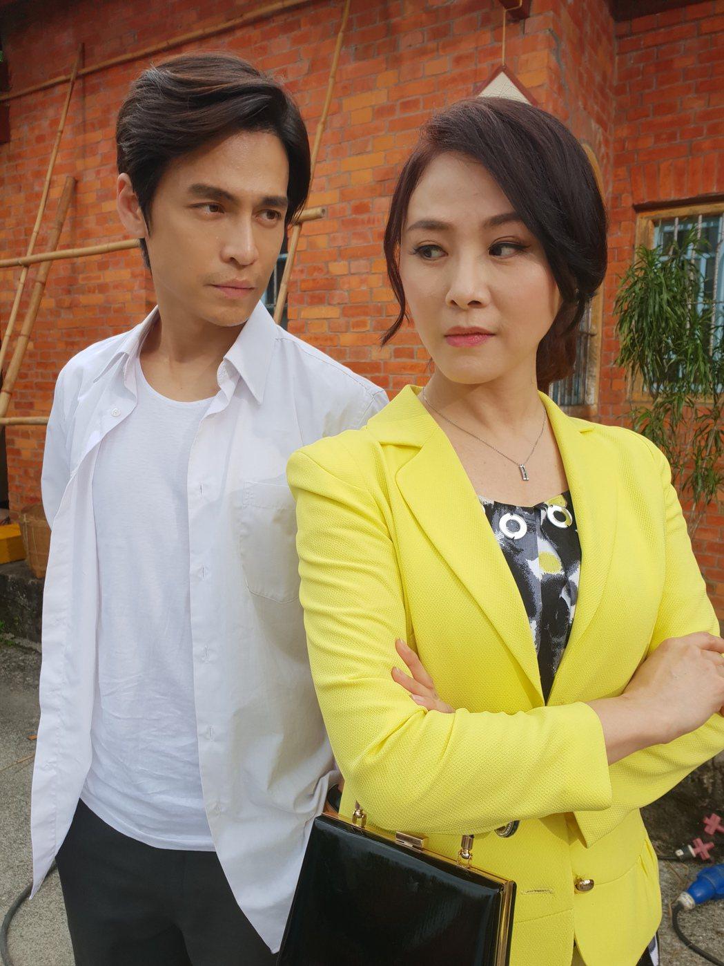 陳妍安、Gino演出「大時代」。圖/民視提供