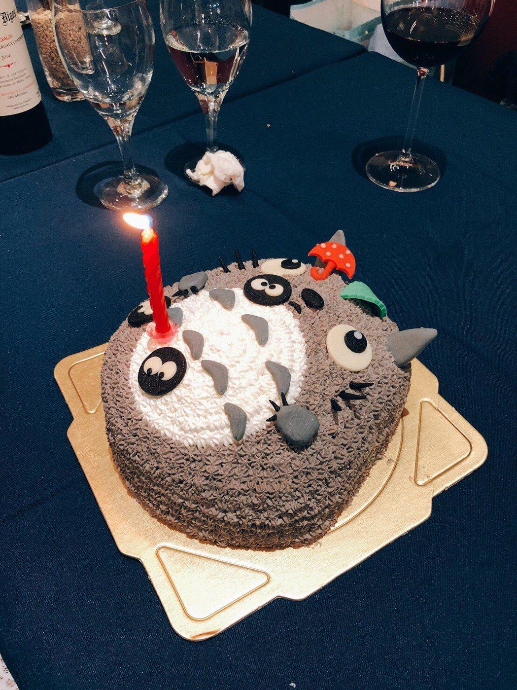 兵家綺手藝佳,製作的龍貓蛋糕超可愛。圖/民視提供