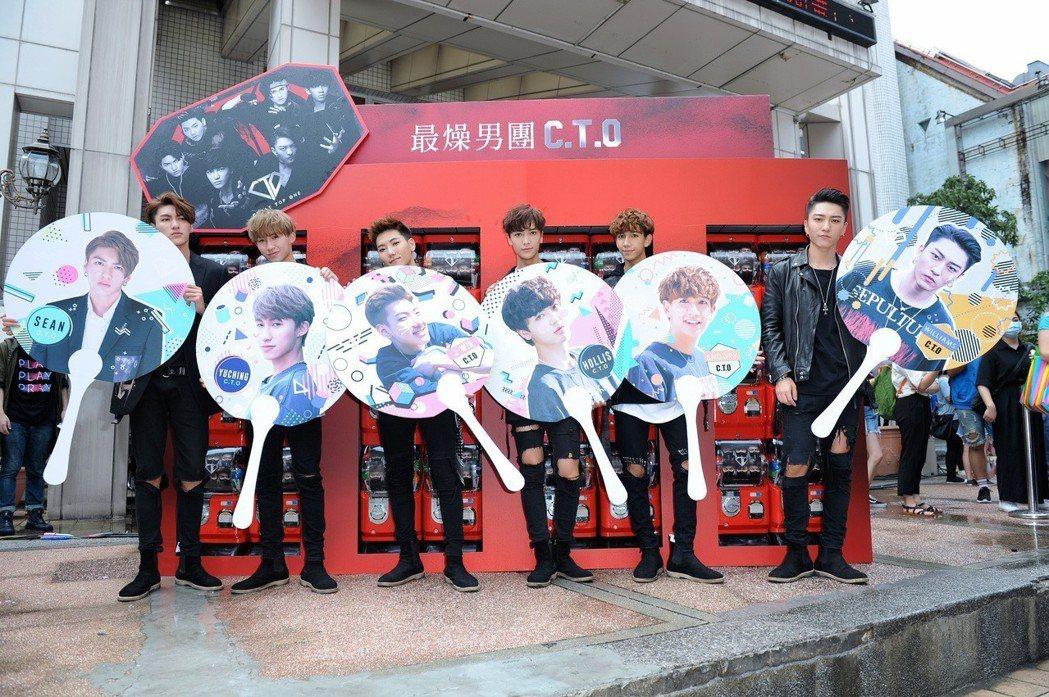 C.T.O簽唱會現場安排了大量扭蛋機。圖/環球提供