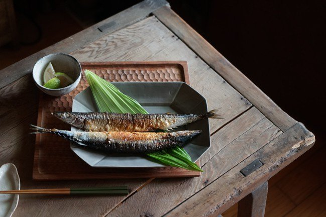 跟常見的烤秋刀魚比起來,我比較喜歡用油煎的。圖/盧怡安提供
