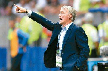 法教頭不踢香檳足球 苦工型防守抱回金盃