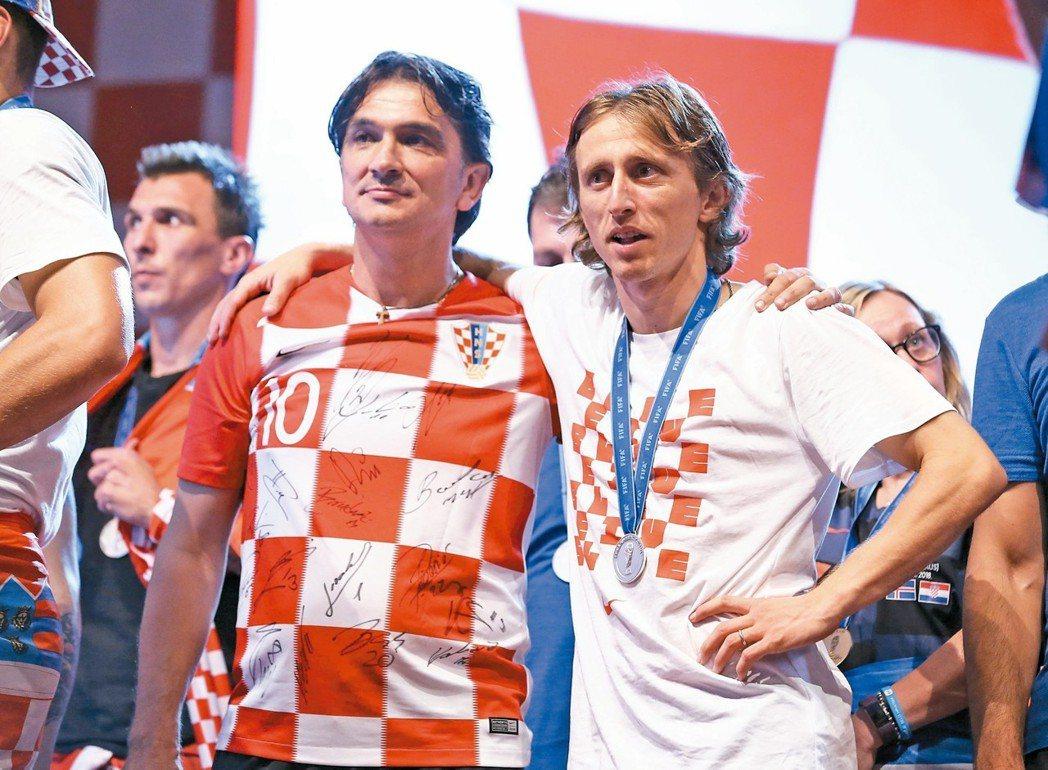 克羅埃西亞總教練達利奇(左)率隊拿下2018世足亞軍。 路透