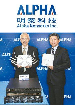 明泰董事長李中旺(左)、明泰總經理林裕欽(右)