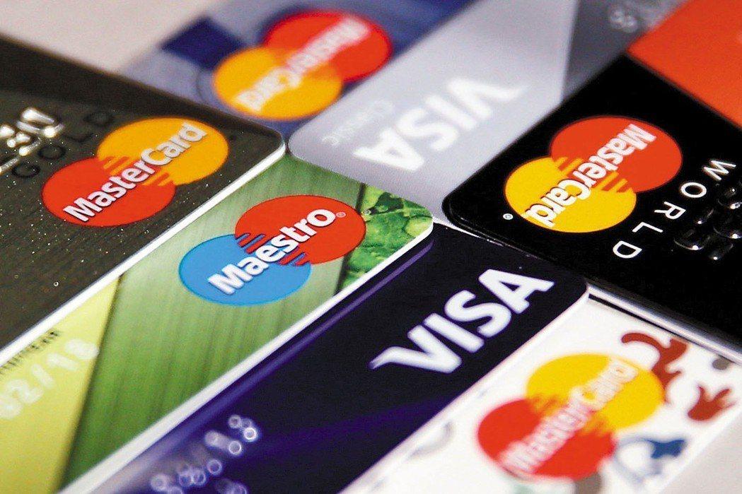 信用卡市場今年成長動能屢創新高,6月份在繳稅加持下,單月整體市場刷卡金額突破歷史...