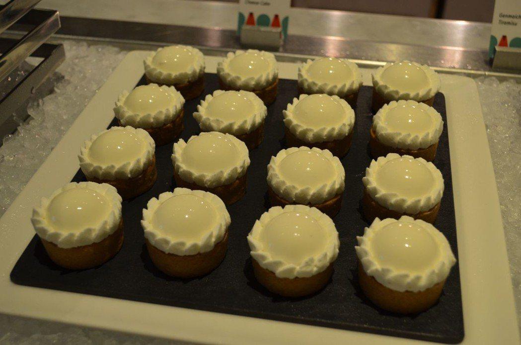 七夕甜點-烏龍茶乳酪蛋糕。  陳慧明 攝影