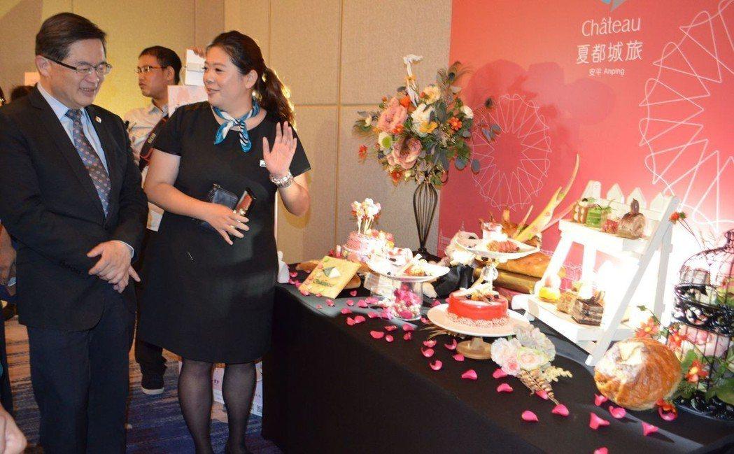 夏都酒店推出的七夕甜點。  陳慧明 攝影
