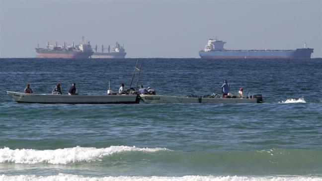 在沙烏地阿拉伯兩艘超大型油輪25日上午於紅海遭到葉門反抗軍「青年運動」的攻擊後,...