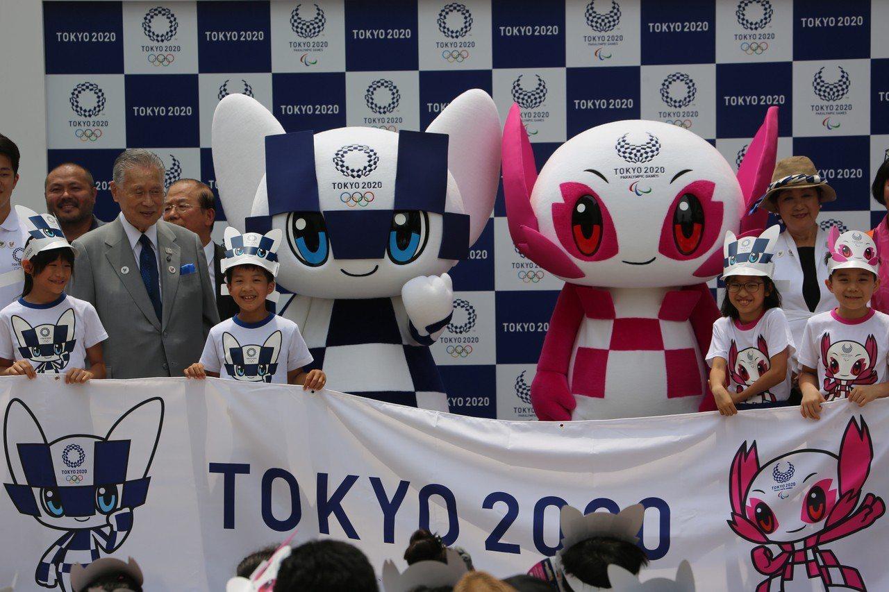 東京奧運吉祥物登場,周邊商品開賣。 中央社