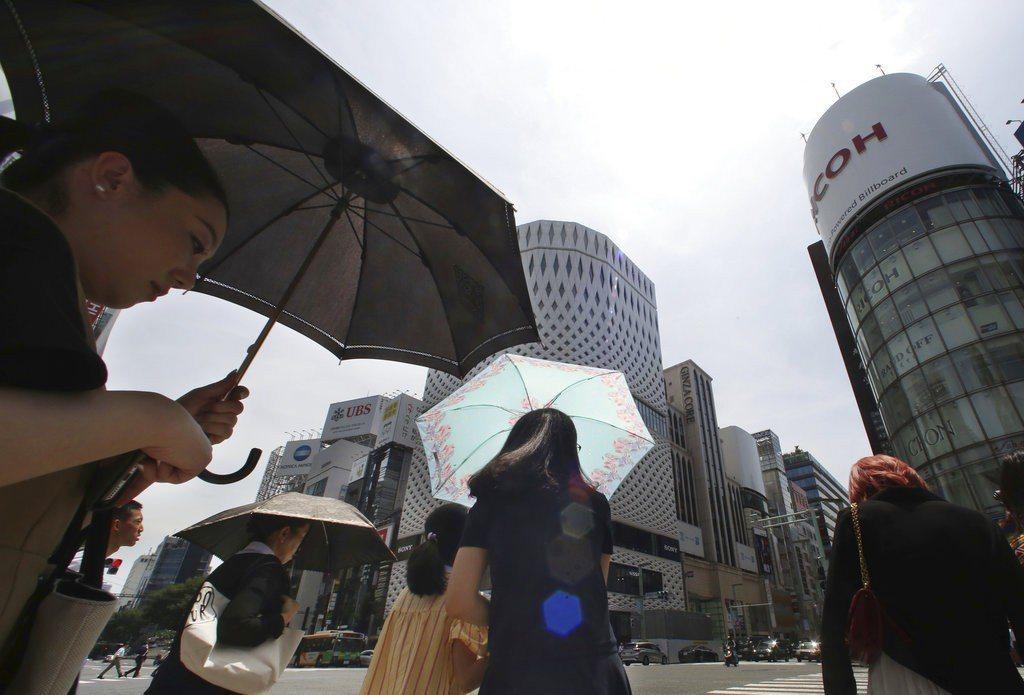 日本炎熱高溫已傳出15人不幸死亡。 美聯社