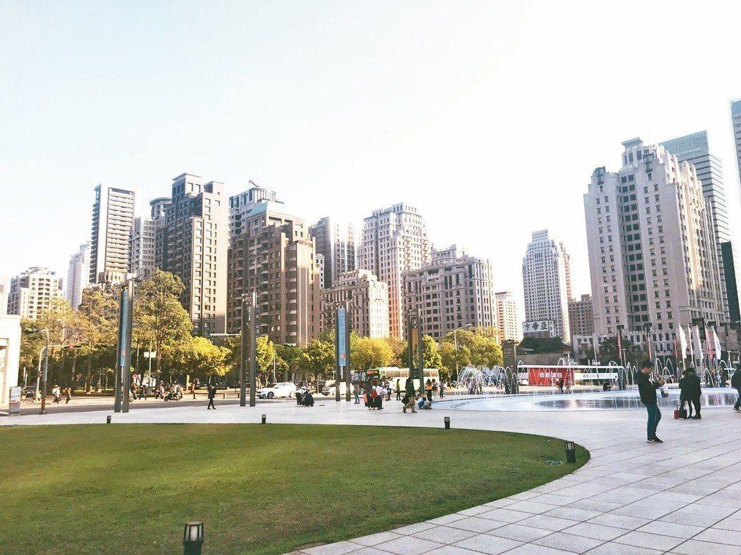 台中市一名婦人控訴,簽約前房仲表示可將房子登記兒子名下,事後卻因兒子未成年出現貸...