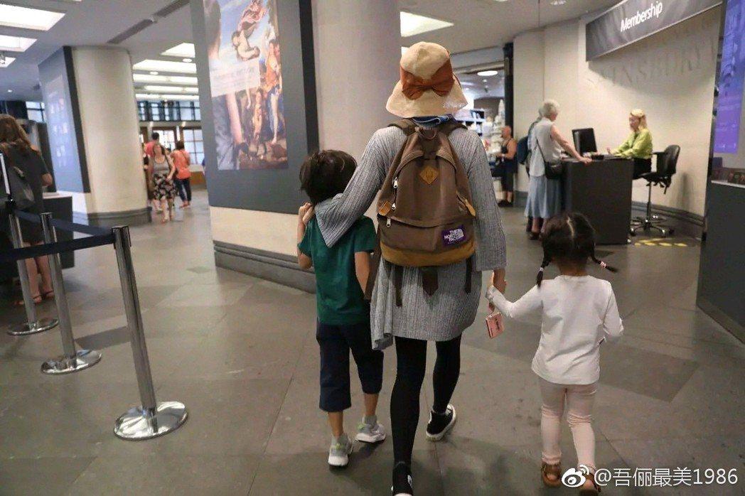 網友在倫敦偶遇孫儷。圖/擷自微博。
