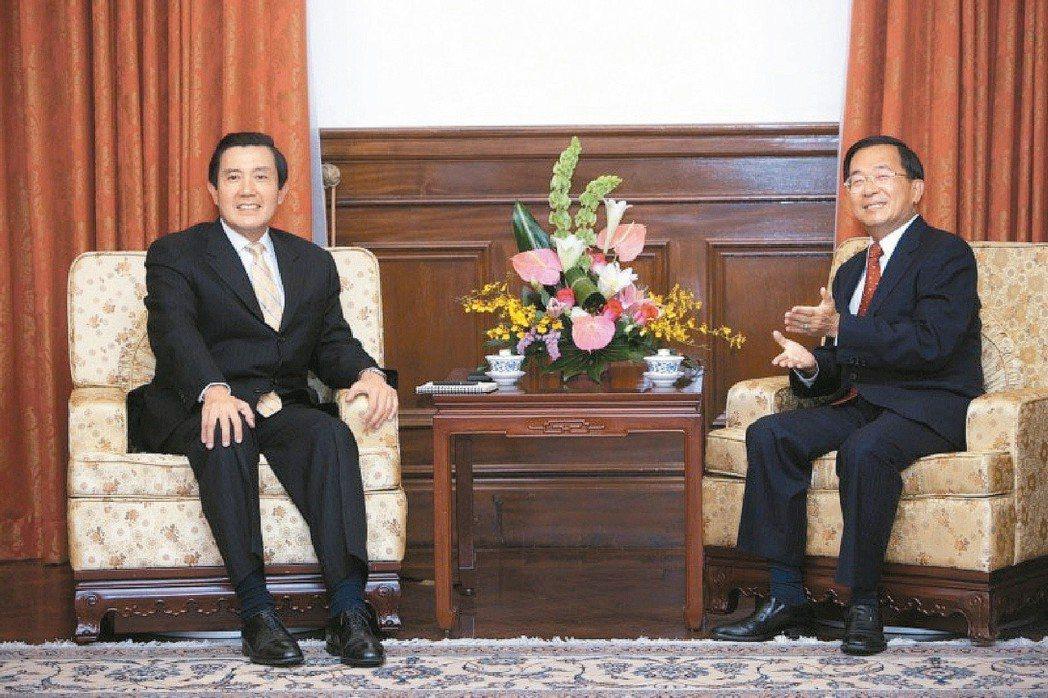 2008年時任總統的陳水扁(右)與總統當選人馬英九(左)會面,兩人因爭辯九二共識...