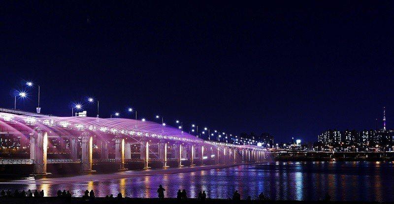 ▲首爾夜景-漢江盤浦大橋。(圖/攝影者:travel oriented, Fli...
