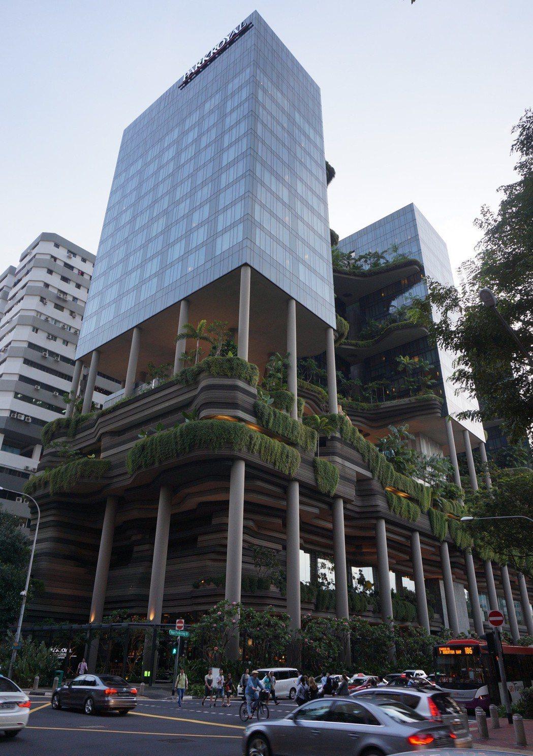 台中市仿效新加坡垂直綠化,修法獎勵都市建築綠化;該草案在內政部遭保留,市府今再通...