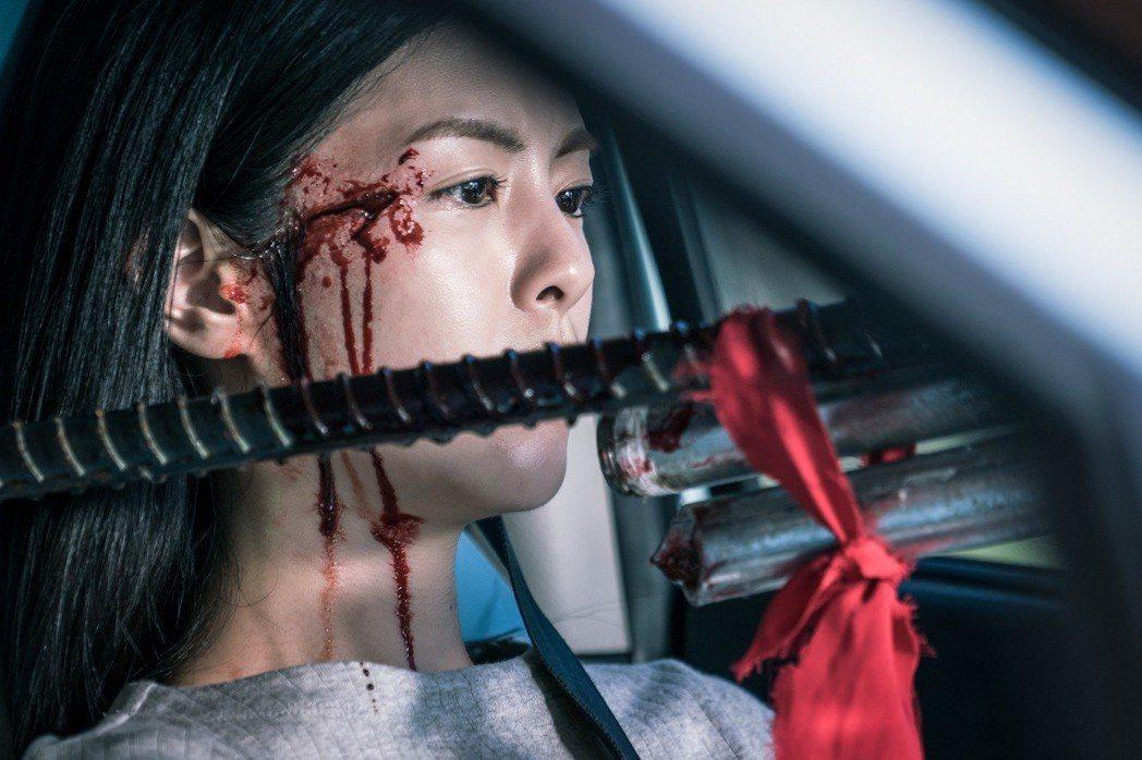 任容萱在車中險被鋼筋刺穿。圖/瑞陞傳播提供