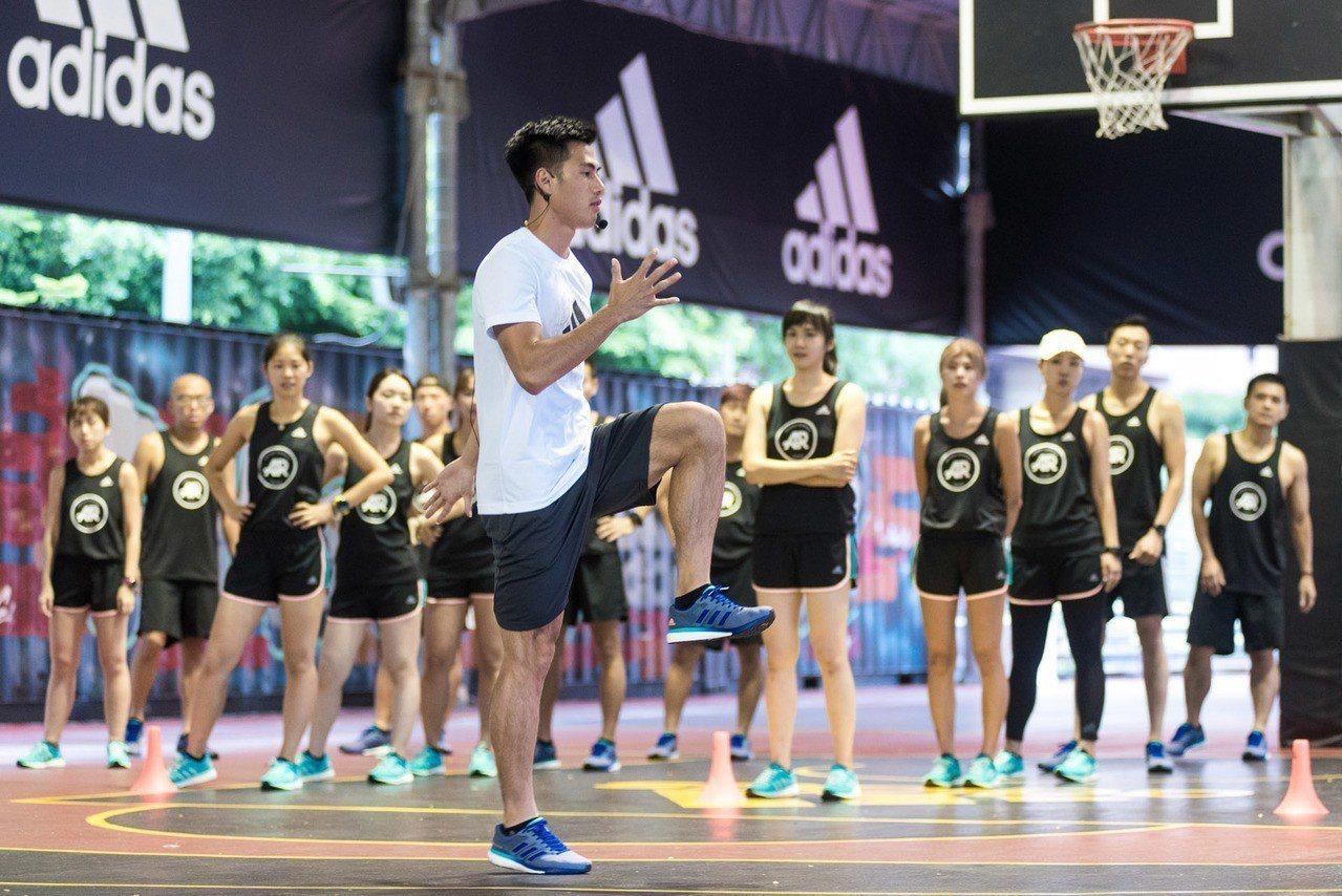 「台灣最速男」楊俊瀚(前)與大家分享訓練心法及備戰亞運心得。圖/adidas提供