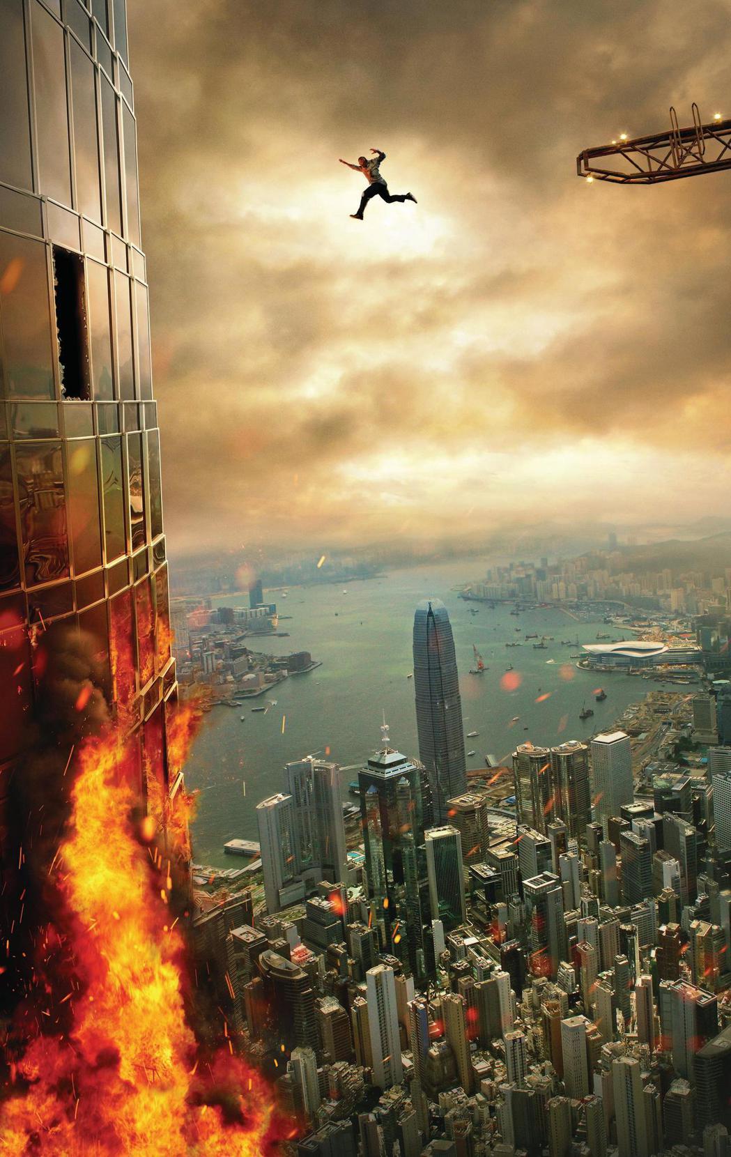 「摩天大樓」票房創佳績。圖/環球影業提供