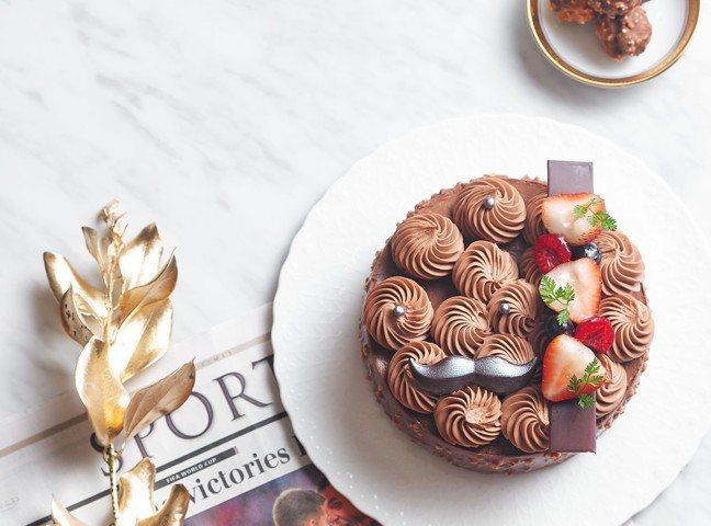 「巧克力花園」蛋糕,即日起於台北及林口國賓麵包房販售,售價990元,7月31日前...