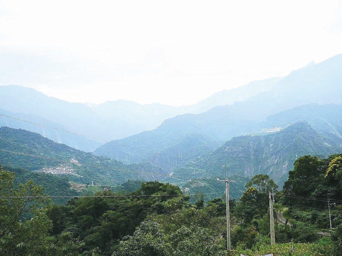 屏東縣今起公告13座管制山域,籲民眾登山要遵守相關規定。 圖/聯合報系資料照片