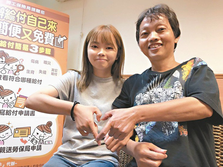 身材瘦小的王亞茹(左)增重5公斤,捐出60%的肝臟給父親王木生,父女情深。王亞茹...