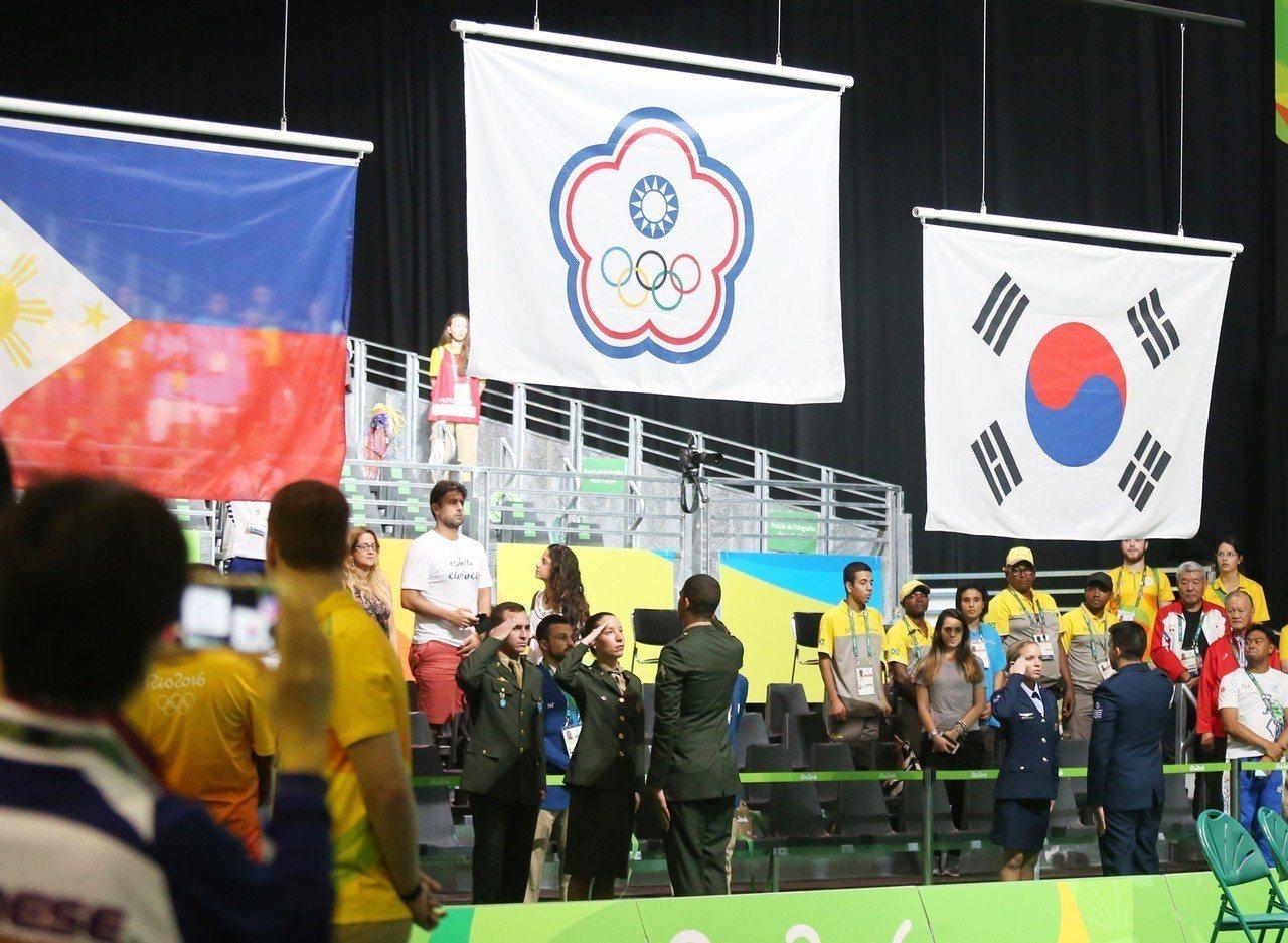 2016里約奧運舉重女將許淑淨成功摘金,讓中華台北的會旗在會場飄揚。 圖/聯合報...