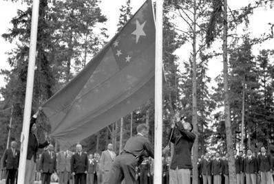 1952年7月17日,國際奧委會通過邀請中國運動員參加赫爾辛基奧運的決議。圖為1...