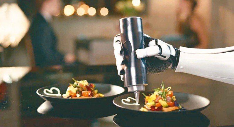 震撼教育!機器手臂輕鬆做出600道菜 還會洗鍋子