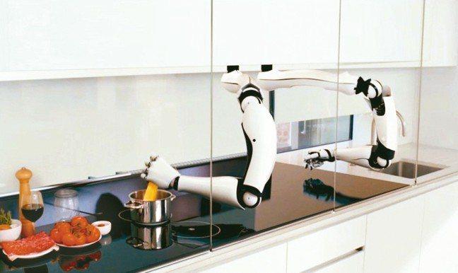 AI廚師不但能用機械手臂就能炒出各種中西菜色,連「擺盤」都比餐飲學校學生漂亮,學...