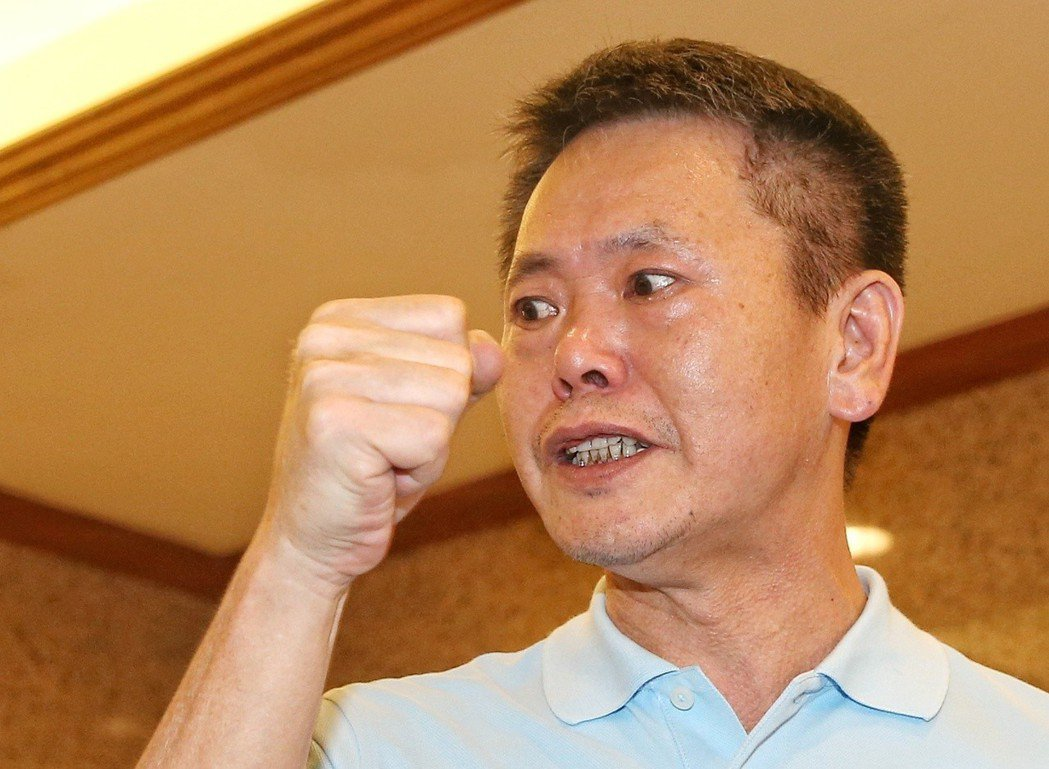 林為洲今年六月受訪時,質疑自己在黨內新竹縣長提名「被做掉」,他高呼「堅持制度、義...