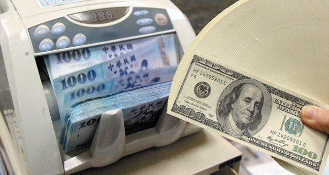 台北外匯市場的新台幣兌美元匯價終場收30.720元,貶值7.5分。 報系資料照