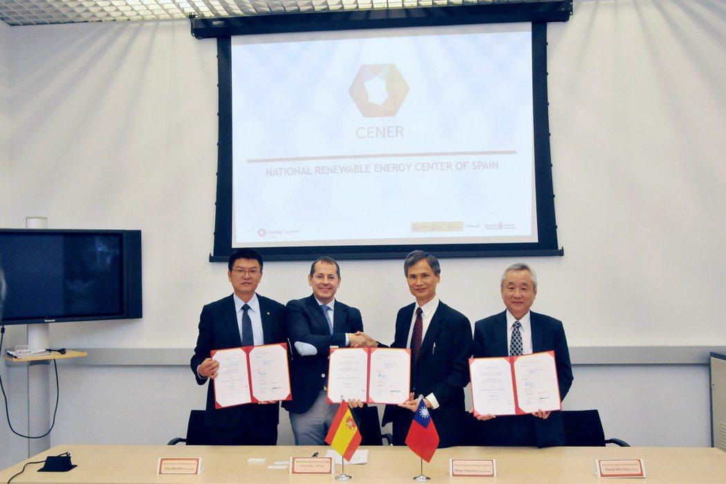 金屬中心副執行長魏嘉民 (左起)、西班牙再生能源中心(CENER)總經理Mr. ...